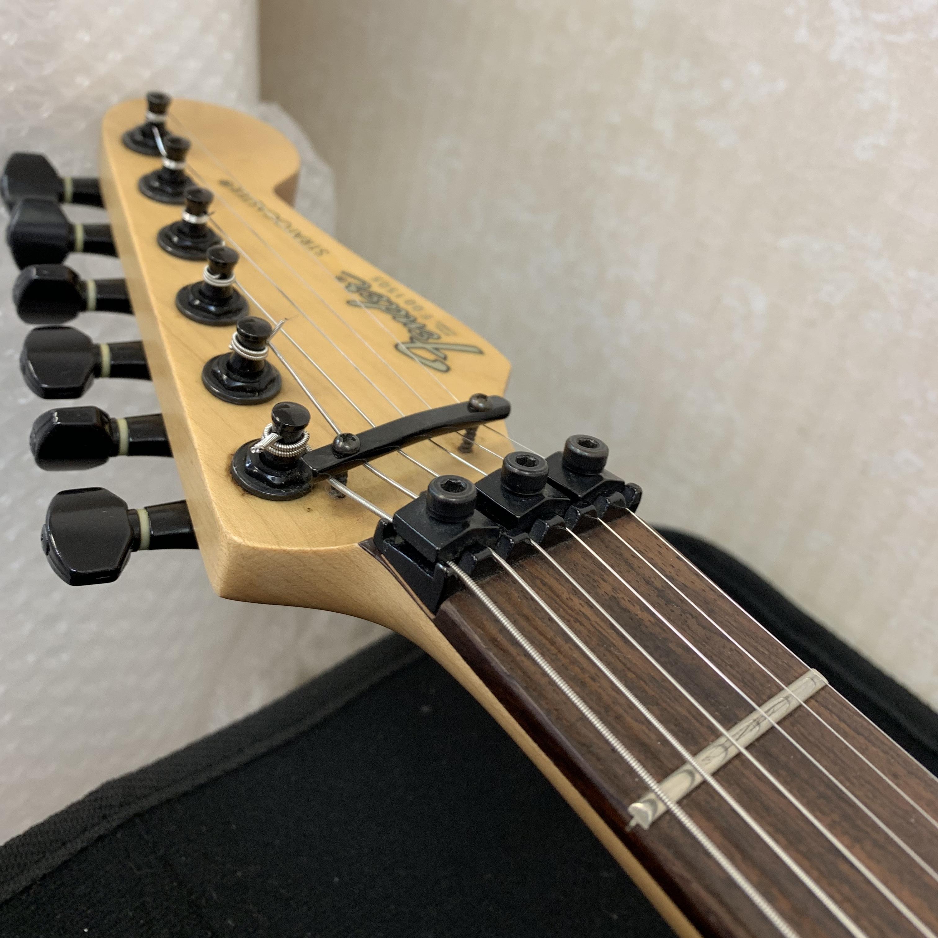 ギターの弦交換してます!!